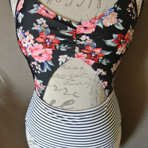 Abercrombie Cut Out Medium Floral Striped Lined